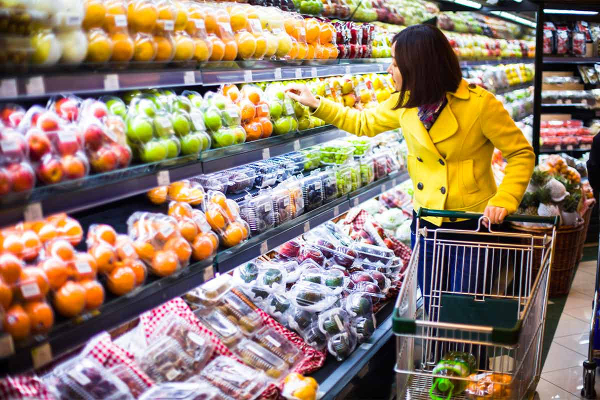 Mamma Che Fa La Spesa Nel Supermercato Più Vicino A Me